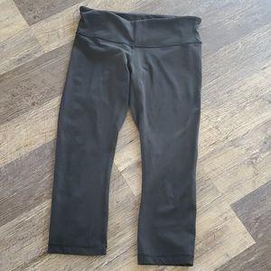 Lululemon black classic capris size 8